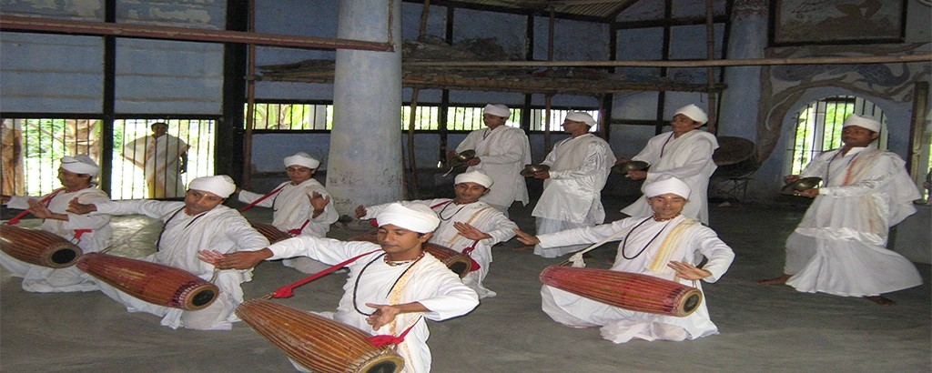 Mesmerizing Gayan - Bayan Performance At Majuli Island , Assam